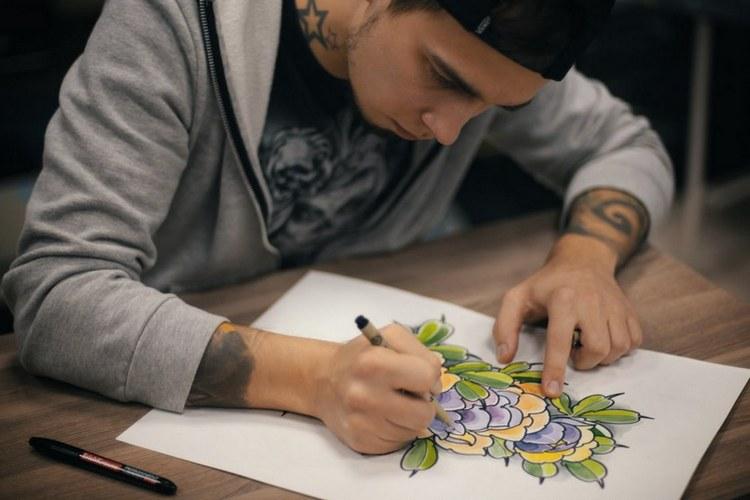 Как рисуют мастера тату